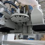 Centrum obróbcze Sigma-L to potężne urządzenie dedykowane do wydajnej wielkoseryjnej produkcji frontów meblowych.